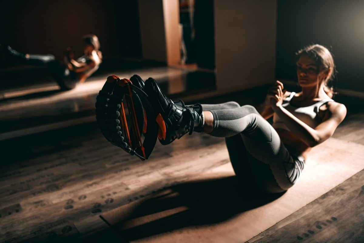 woman doing ab exercise on the floor